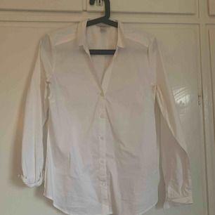 Vit skjorta från hm. Aldrig använd. Strl 38