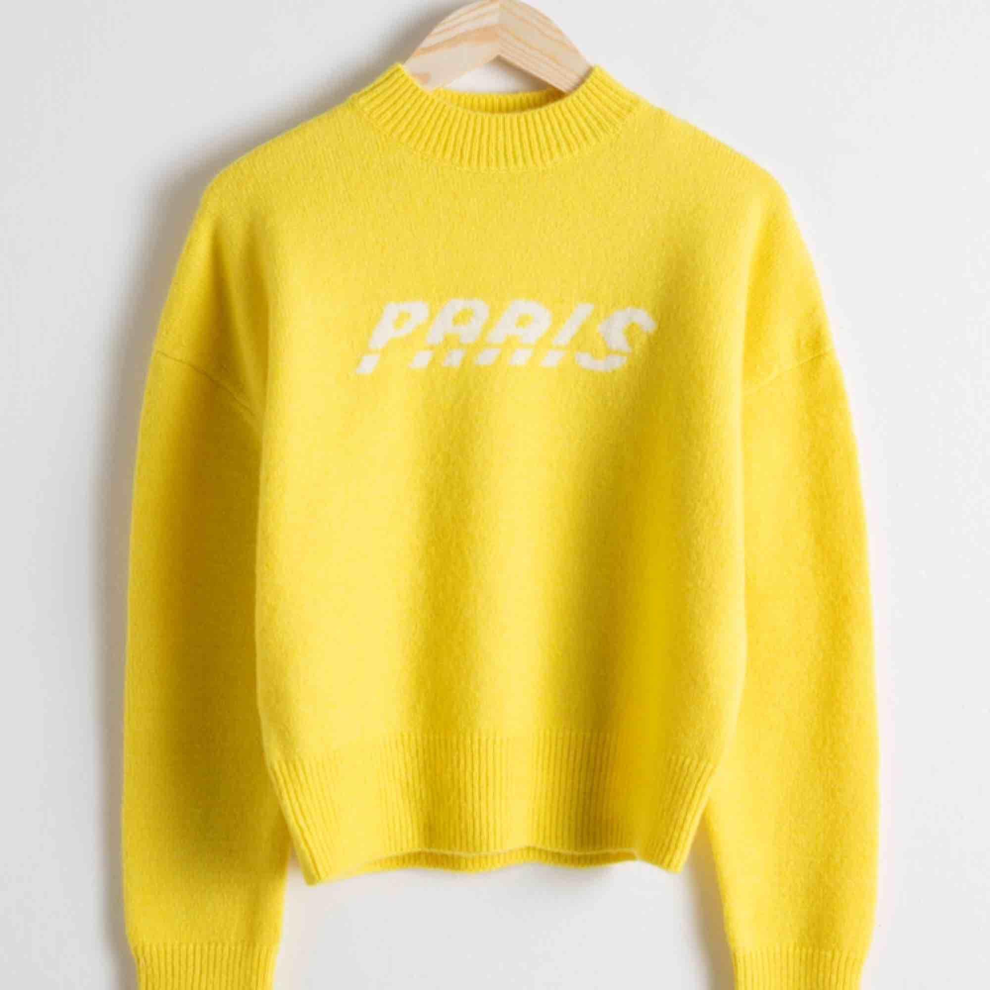 Skönaste och snyggaste stickade tröjan från & other stories!! Frakt ingår i priset! Storlek S❤️❤️. Stickat.