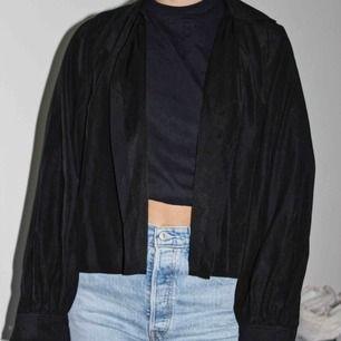 En balloon-shirt från nakd, använd endast 2 ggr! Väldigt snygg passform! Köparen står för frakten🥰