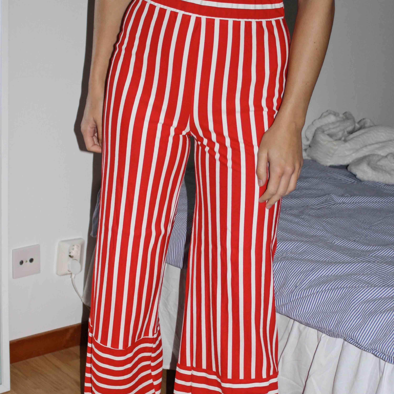 Ett par sjukt coola byxor, kommer dock inte till användning hoppas dem gör det för någon annan för det är dem helt klart värda! Köparen står för frakt🥰. Jeans & Byxor.