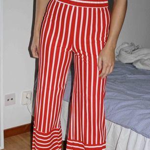 Ett par sjukt coola byxor, kommer dock inte till användning hoppas dem gör det för någon annan för det är dem helt klart värda! Köparen står för frakt🥰