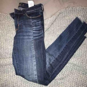 Tajta jeans från abercrombie strl 24 (00r)