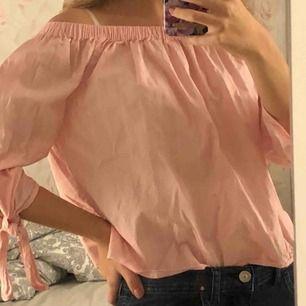 Off-shoulder tröja från forever 21 Kan mötas upp eller posta (kunden står för frakt)