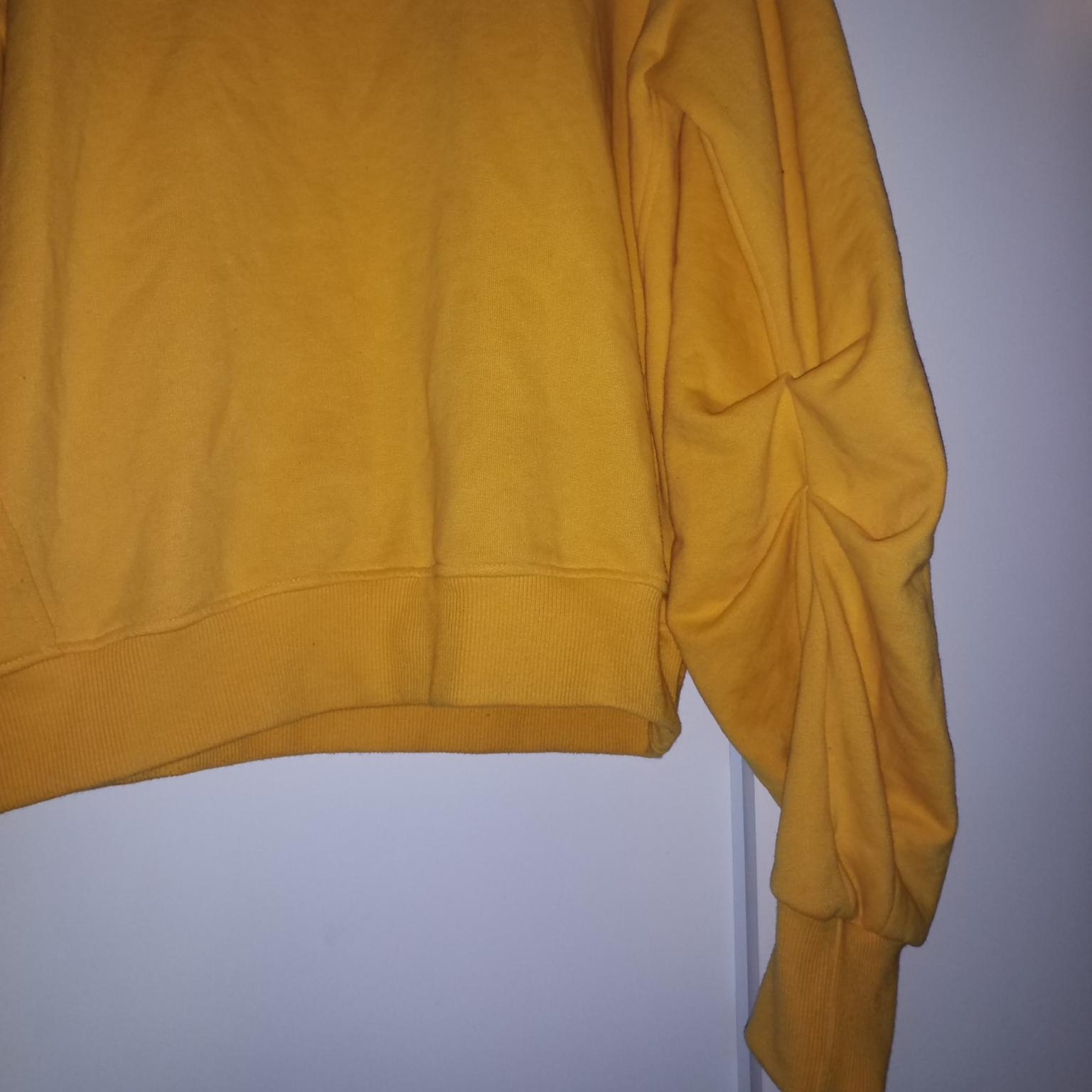 Jättemysig tröja med mjuk insida och draperade ärmar, storlek S men passar även större. Tröjor & Koftor.