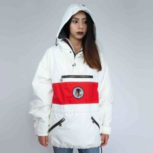 Vintage 90s puffer jacket in white and red Has flaws, ask for details  SIZE Label: S, fits best XS-S Model: 165/XS Measurements (flat): Front: 74 Pit to pit: 63 Free shipping! Read the full description at our website majorunit.com No returns
