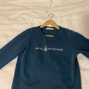 Sail racing sweatshirt storlek M Passar bra på mig som är 165cm  Nypris: cirka 600 Knappt använd  I färgen dark teal