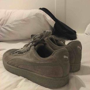 Sneakers från puma, militärgröna