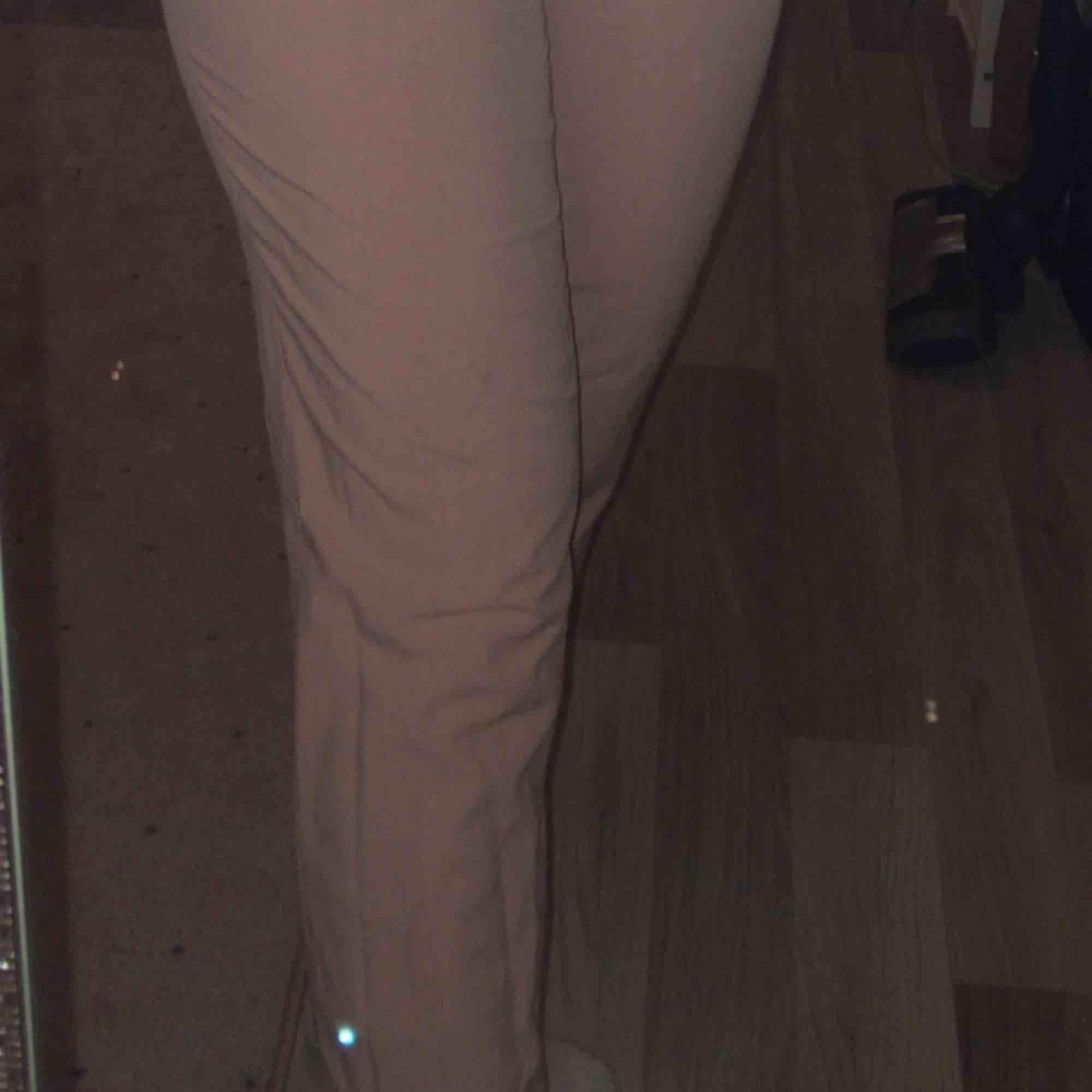 Sjukt fina kostymbyxor i ljummen rosa färg ✨☺️ nyskick! hör av er om ni är intresserade!❤️❤️. Jeans & Byxor.