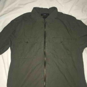 Skitsnygg billig overshirt från selected h+mme Använd 1 gång för foto  Nypris är 600kr