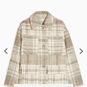 Söker den här jackan eller liknande jacka/modell, skriv om ni säljer eller vet någon som gör :)