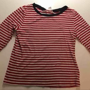 En fin långärmad randig tröja från hm som jag säljer pågrund av att den är för liten.