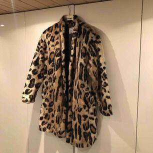 Min andra mysiga leopardkappa! Stängs med knappar!