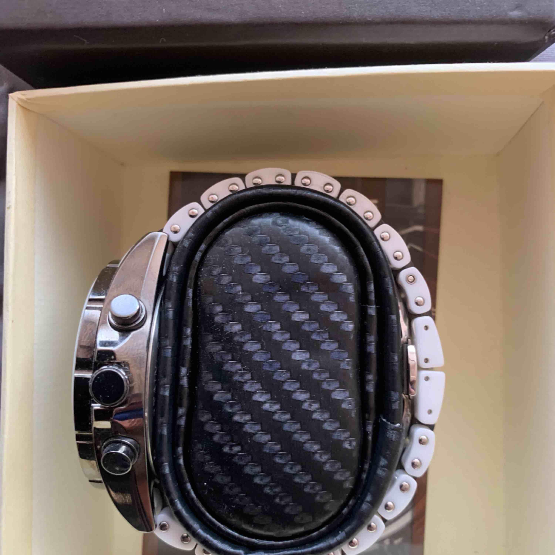 Sälljer oanvänd märkes klocka köpt Usa    POLO  Country av bästa kvalitet en kanon kopia  Betalt över 10000kr för  Säljer 3000kr Kan skicka Rekommenderat  med original låda    . Accessoarer.