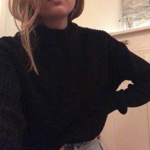 Stickad tröja från Gina Tricot storlek S. Väldigt mysig såhär till höst💓 frakten ingår