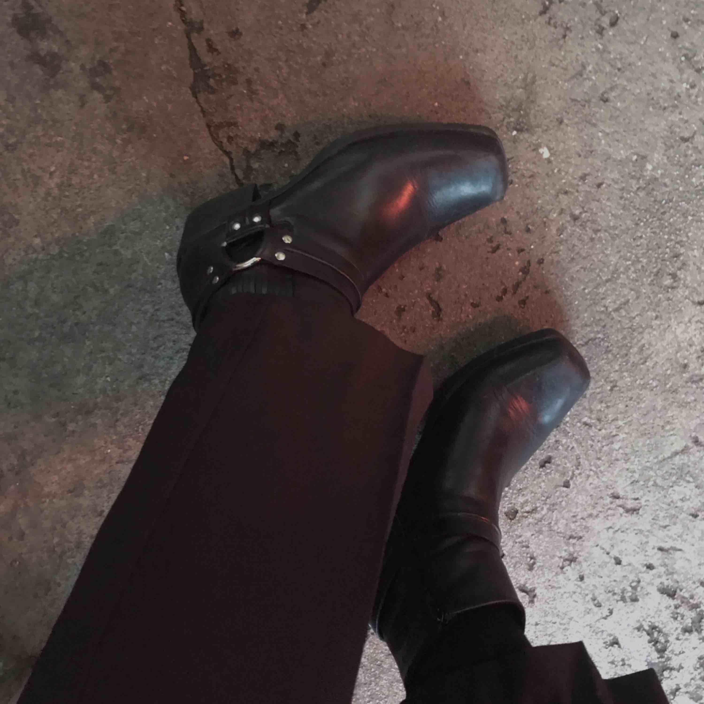Snygga boots från Vagabond i äkta läder. Köparen står för frakten🖤. Skor.