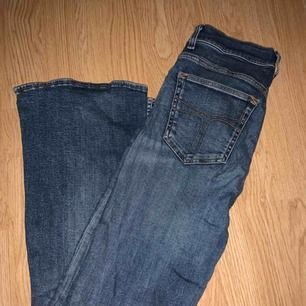 Blå bootcut jeans från Tiger of Sweden som tyvärr inte kommer till användning då de är för stora för mig