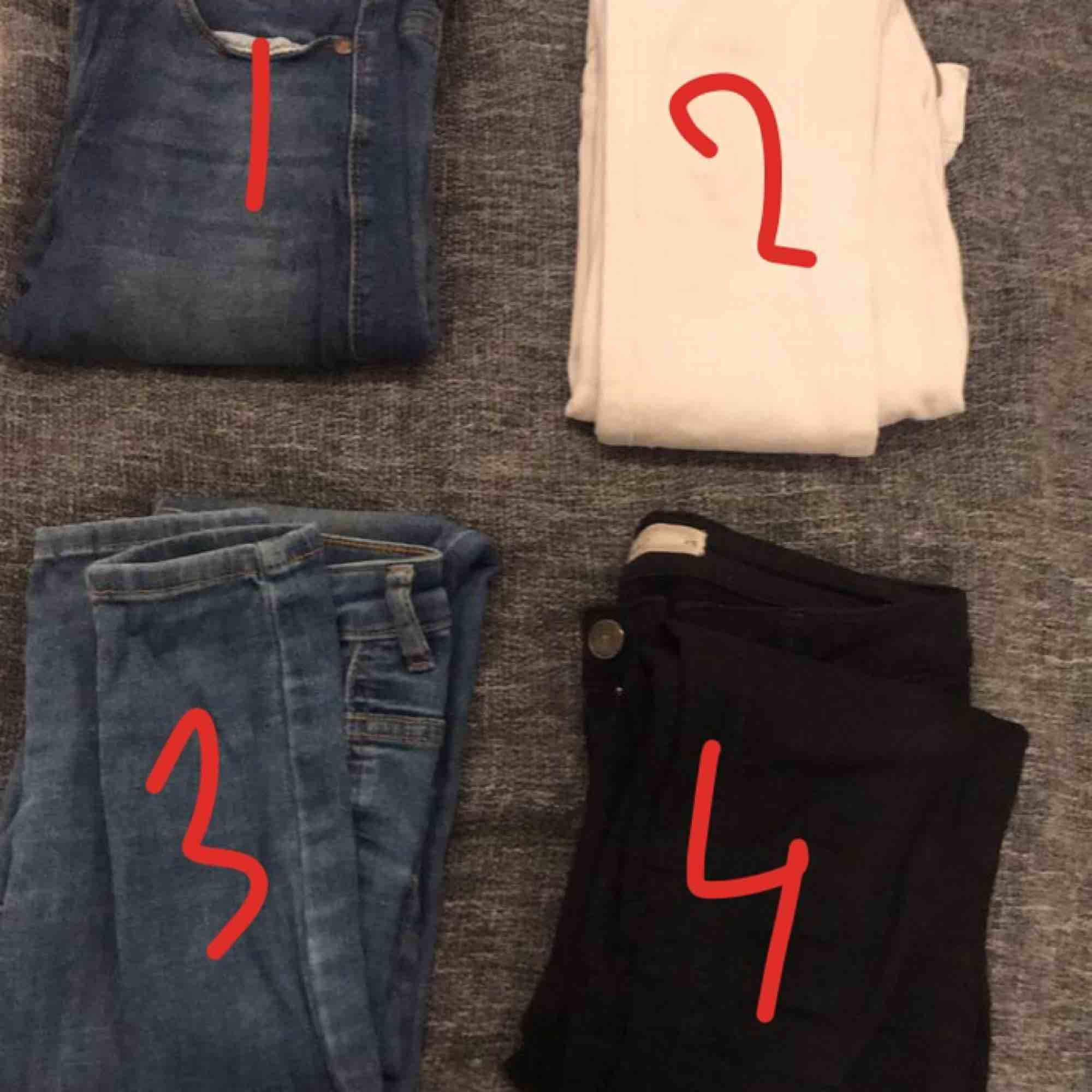 1. Dr denim jeans blåa modell: LEXY 043 storlek xs. 2. Dr denim jeans vita modell:LEXY WHITE 199 3. SÅLD 4. SÅLD. Jeans & Byxor.
