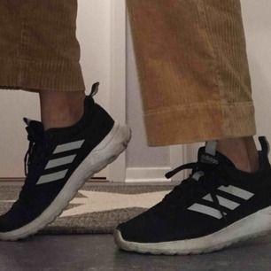 Adidasskor bara använda ett fåtal gånger. Som nya!! Köpare står för frakt 💜