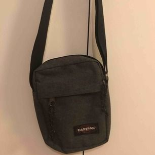 En grå oanvänd EastPack väska!😍 (inklusive frakt)