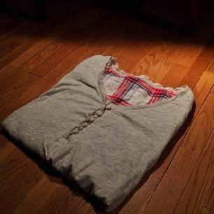 Pyjamaströja med spets