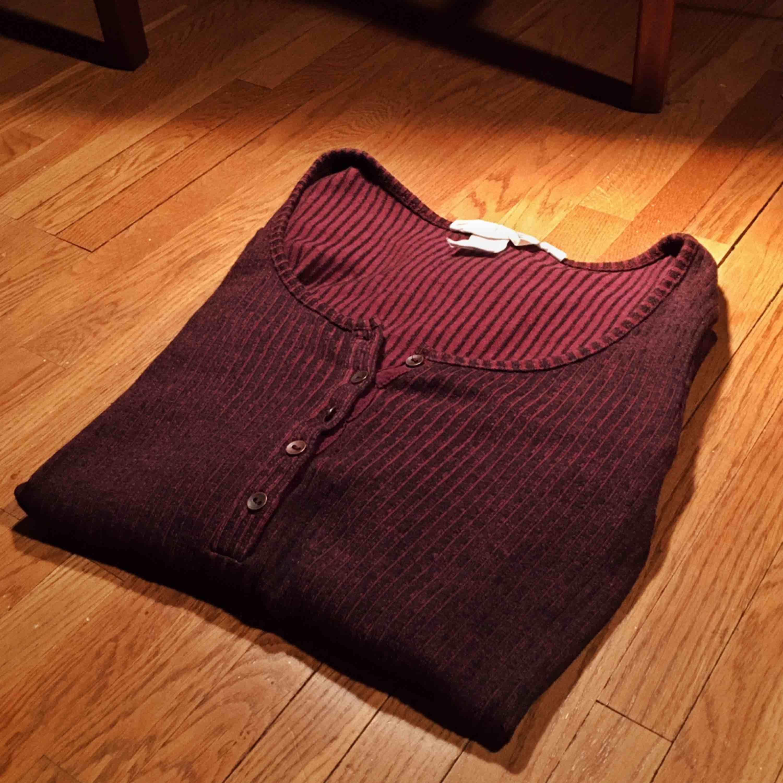 Tight tröja med knäppning smal i ärmarna passar XXS/XS/S . Toppar.