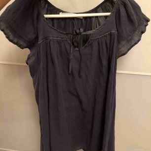 Fin blus från märket Custommade, i storlek S.
