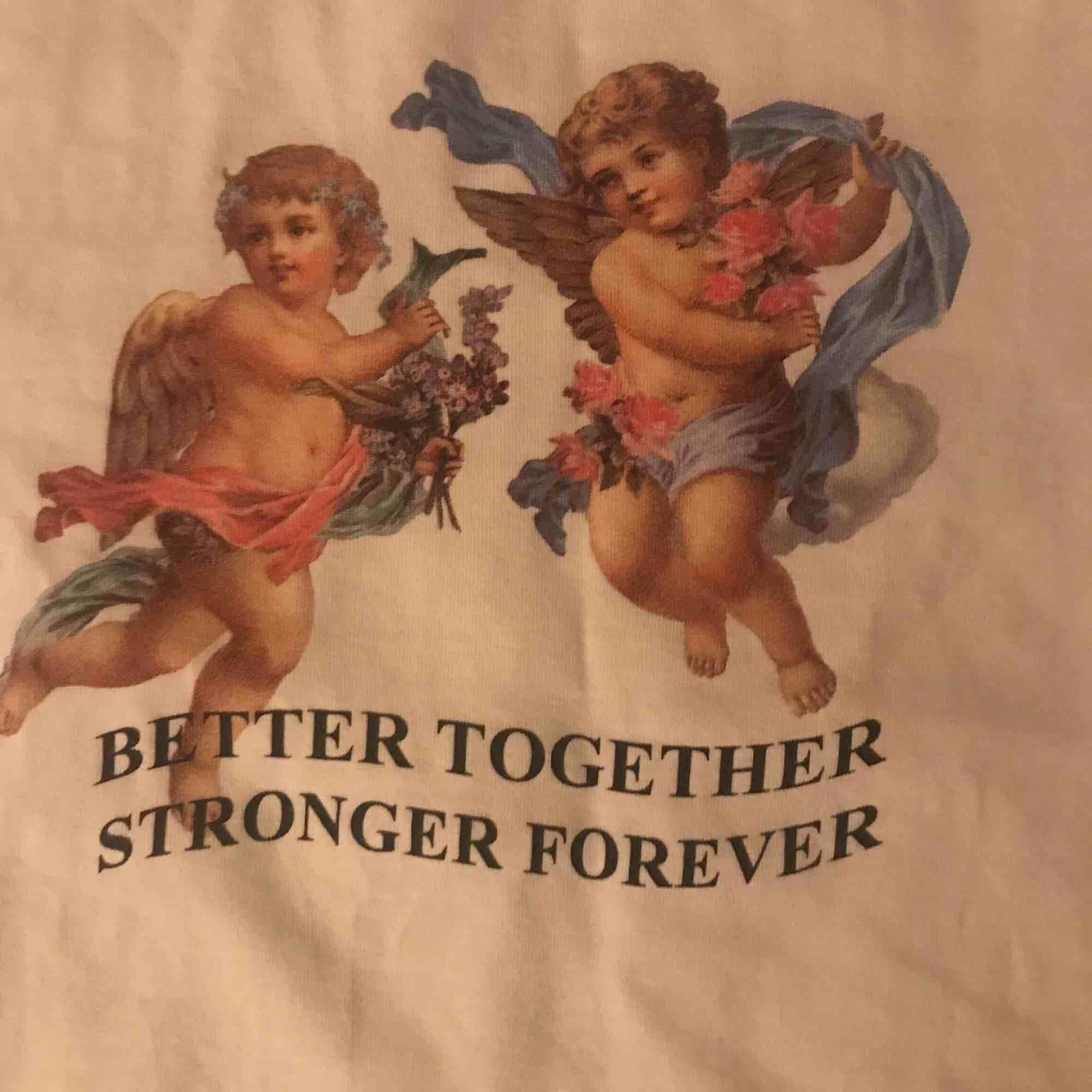 T shirt från hm XS divided . T-shirts.
