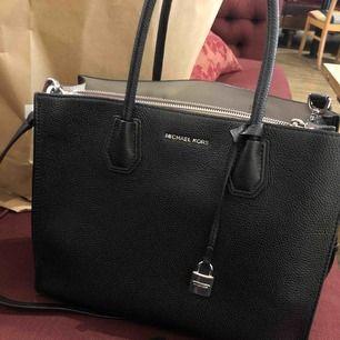 Ny Michael kors väska, ordinariepris 3800 kr.
