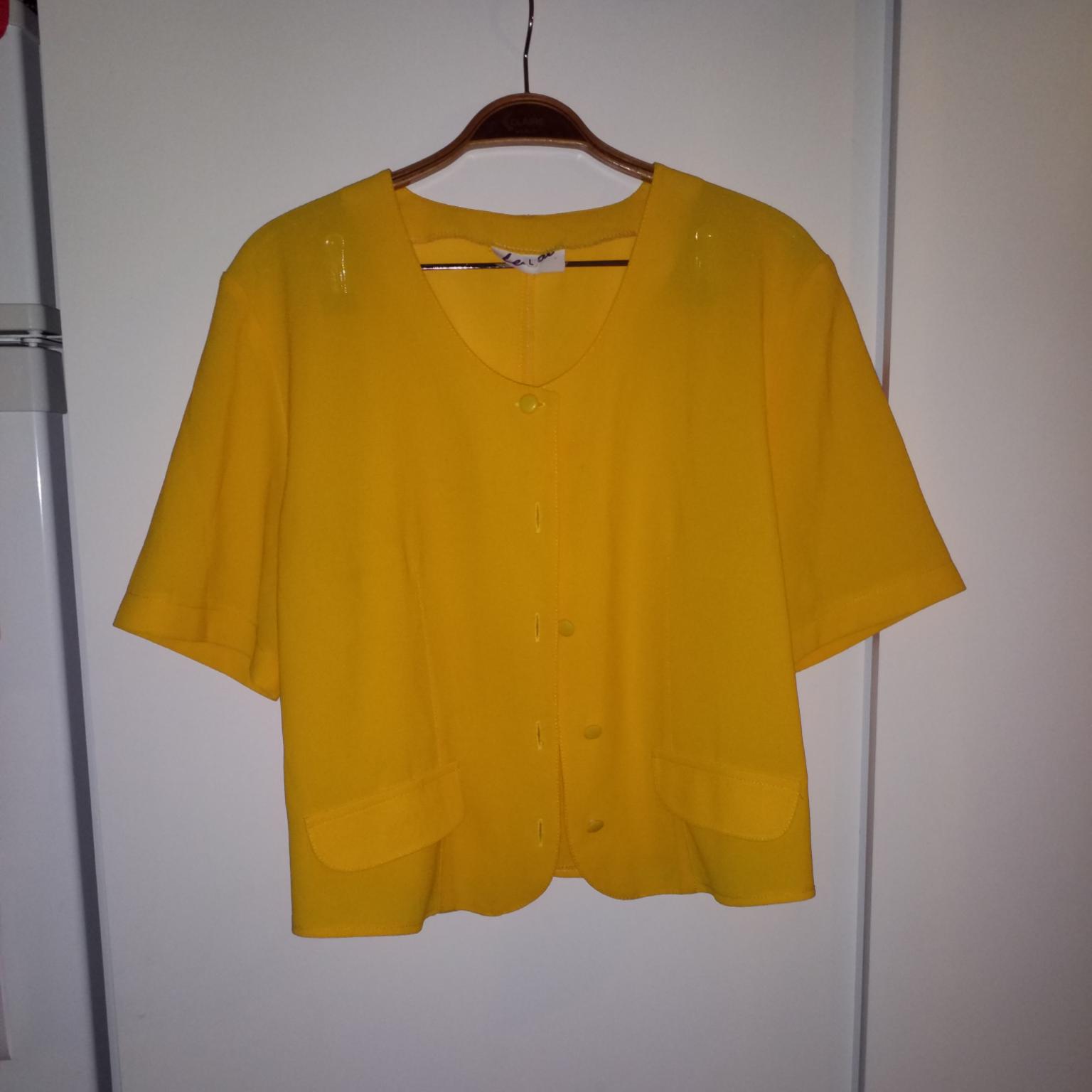 Jättefint gult vintageplagg som går att matcha på många sätt, passar S-L. Blusar.