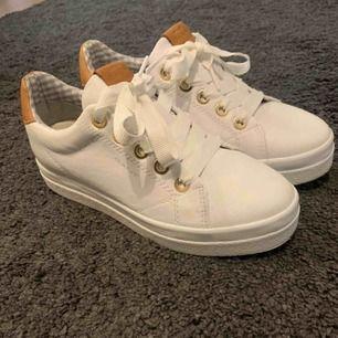 Gant skor, köpta i början av sommaren, använda en gång
