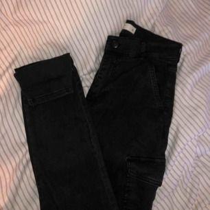 Jeans ifrån Gina tricot. Fin passform och sitter bekvämt.