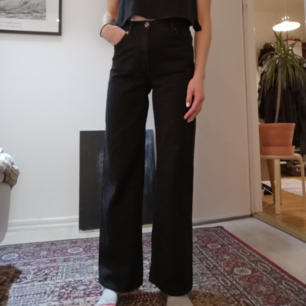 Utsvängda jeans med hög midja från Monki i modellen Yoko, använda fåtal gånger.
