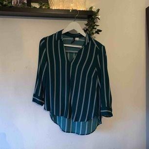 Randig skjorta i jättebra skick.