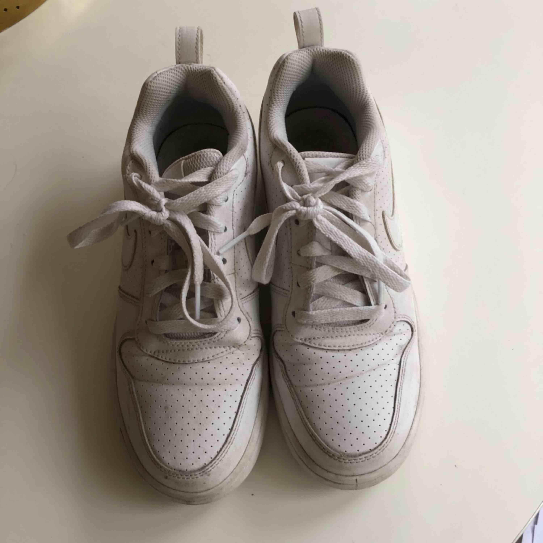 Nike skor, kan fraktas men köpare står för frakt!. Skor.