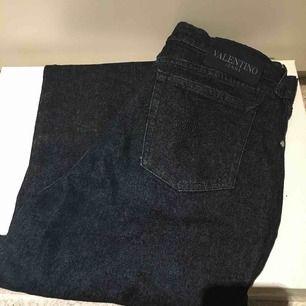 Valentino jeans, italiensk storlek (32) men skulle säga att det motsvarar en svensk 36:a (small)