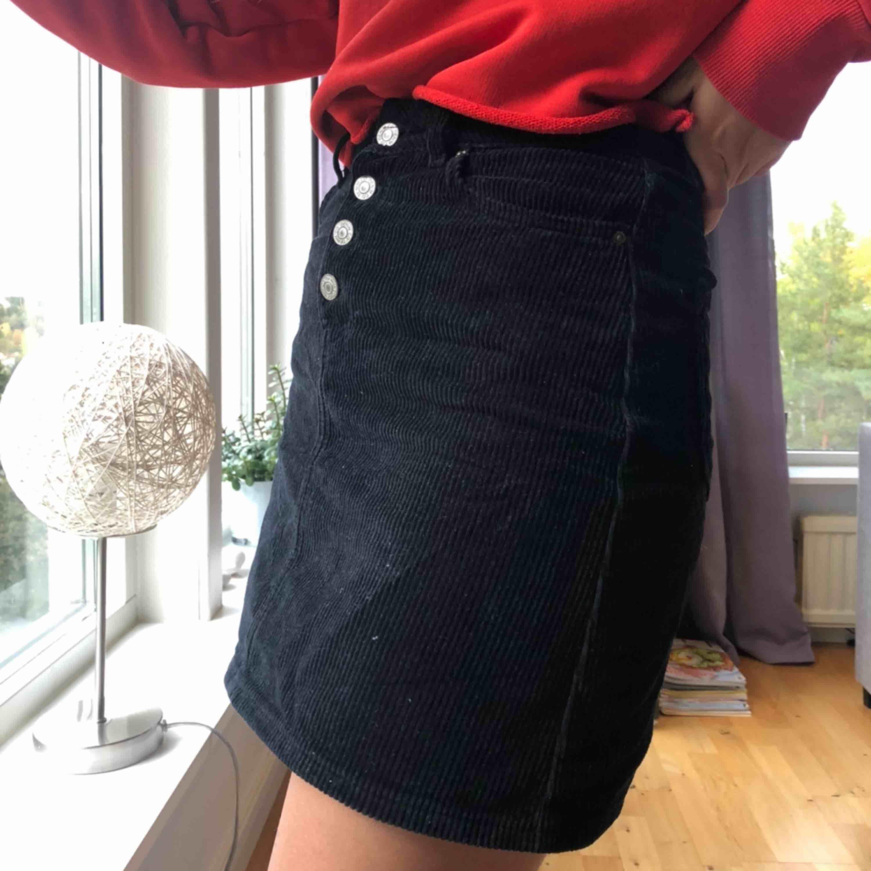 Manchester kjol i super fint skick!💓 säljs pga för liten:(. Kjolar.