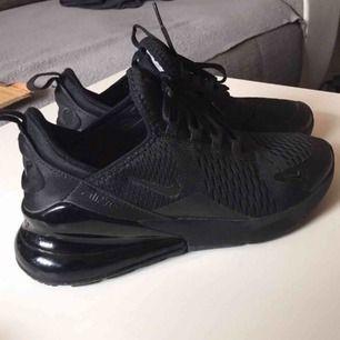 Nike air Max 270 använda 1 gång säljer pga fel storlek strl 37