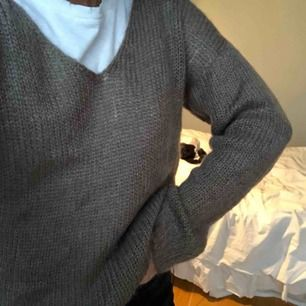 """Superfin stickad tröja från """"My T"""" i mohairmix👼🏼är i S men passar de flesta, beroende på önskad passform🧚🏼♀️ Fin brun färg och perfekt nu till hösten & använd ca 2-3 ggr🙏🏻 köparen står för frakt"""