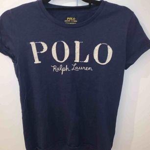 Tshirt från Ralph Lauren Bra skick Använd en gång Frakt: 42kr