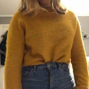 Jättefin stickad tröja från bik bok. Originalpris: 200kr👍🏼  köparen står för frakt