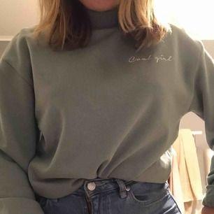 Fin tröja från NA-KD, strl XS men passar S också💓 orginalpris: 249kr. Väldigt bra skick eftersom jag aldrig använt den👍🏼 köparen står för frakt