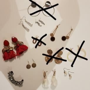 Säljer mina örhängen då jag inte längre har användning av dem. Örhängena är i gott skick och sparsamt använda. Alla kostar 10 kronor styck.💕(Köparen står för frakt, kan mötas upp i göteborg)