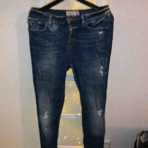Jätte fin boyfriend jeans från Gina Tricot  Katt finns i hemmet