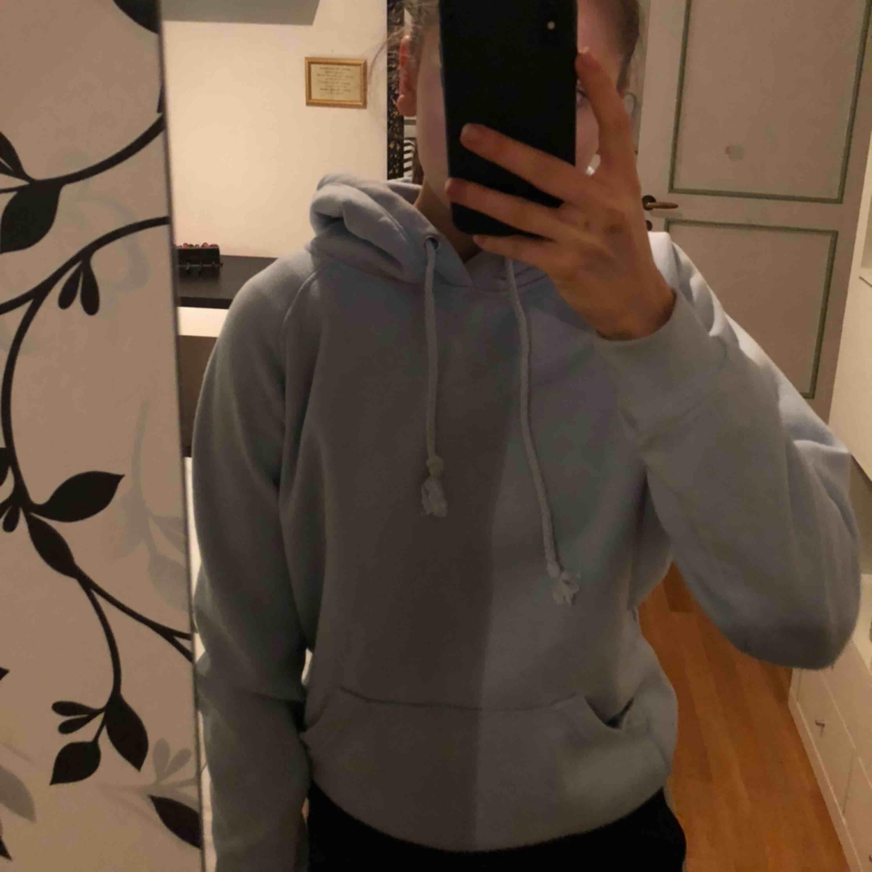 Superfin hoodie ifrån bikbok! ❤️💓🌟💞🤩🍂🕊🥰. Huvtröjor & Träningströjor.