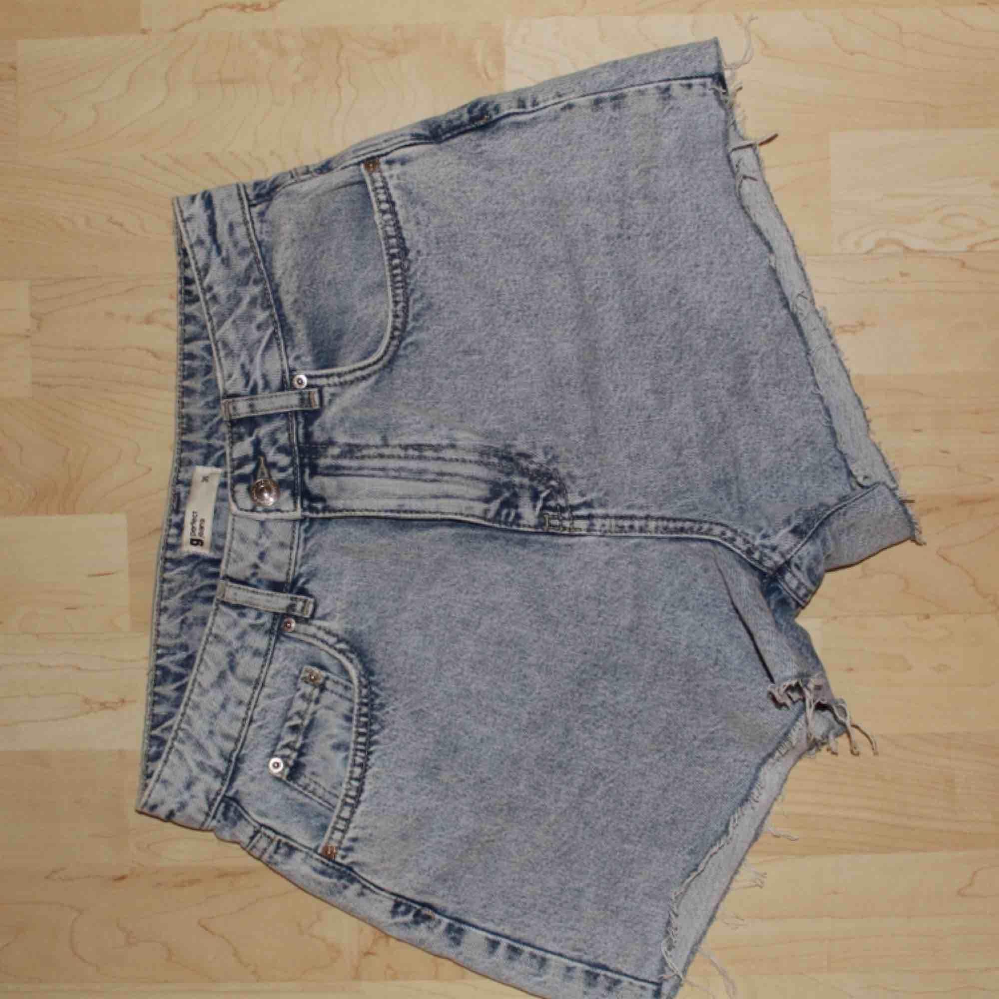 Jeansshorts från Gina. Kan mötas i Stockholm eller frakta för 35 kr. Shorts.