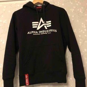 En alpha hoodie i bra skick