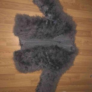 Säljer fake päls jacka, används inte