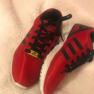 Nästan helt nya adidas skor Använda några gånger Passar 38/39 Inkl frakt