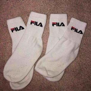 2 par riktigt snygga fila strumpor, bara använda 1 gång (såklart tvättade) 😁 Frakten betalas av köparen och ligger på 42kr 💕