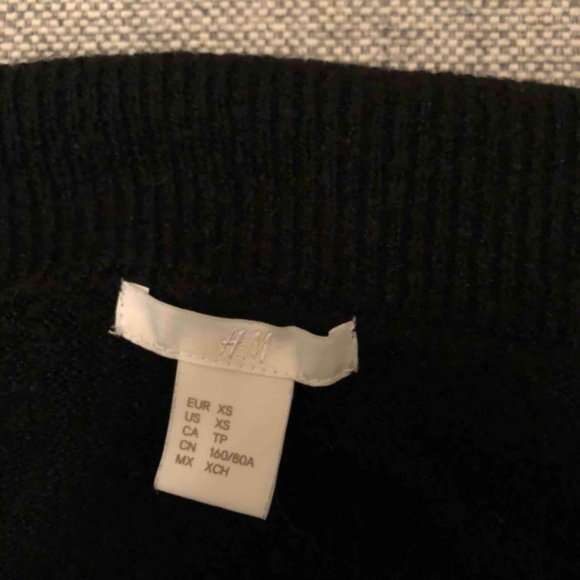 Stickad tröja från HM. Har inte använt den så jättemycket, så den är i bra skick. Köparen står för frakten✨. Stickat.